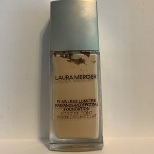 NWOB Laura Mercier Flawless Lumiere Foundation